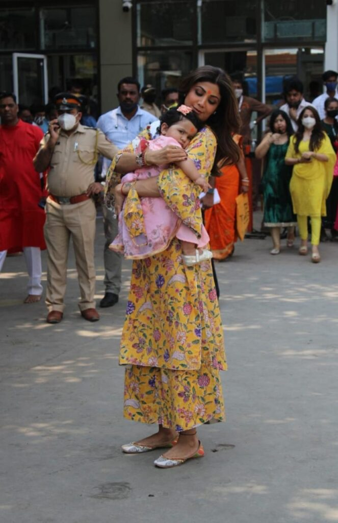 Shilpa Shetty arrives at Siddhivinayak temple on daughter's birthday