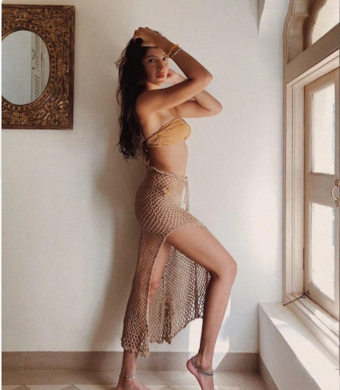 this-daughter-of-kapoor-family-looks-so-hot-see-pictures